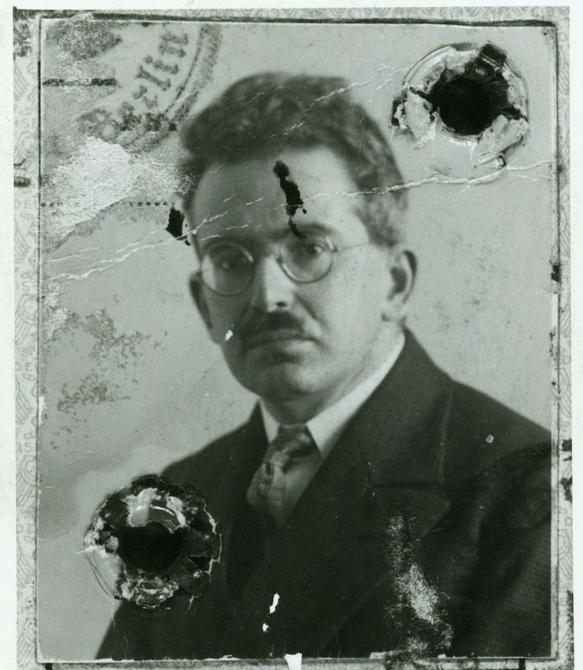 walter benjamin essay collection Title: aesthetics and anaesthetics: walter benjamin's artwork essay reconsidered created date: 20160808162948z.