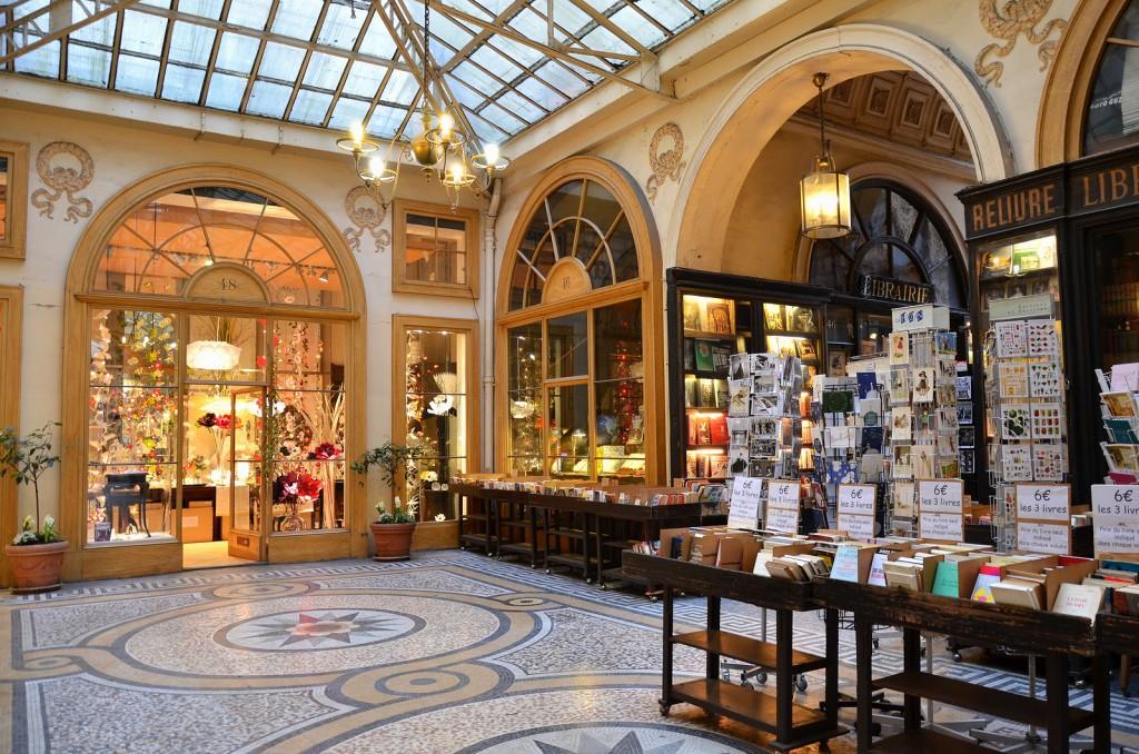 De Gallerie Vivienne, vlakbij het Louvre. Walter Benjamin maakte er zijn middag wandelingen. Het is een winkelcentrum voor nostalgie.