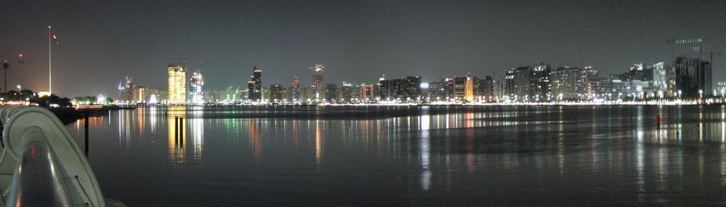 Zicht op Abu Dhabi. Bron: Wikipedia.