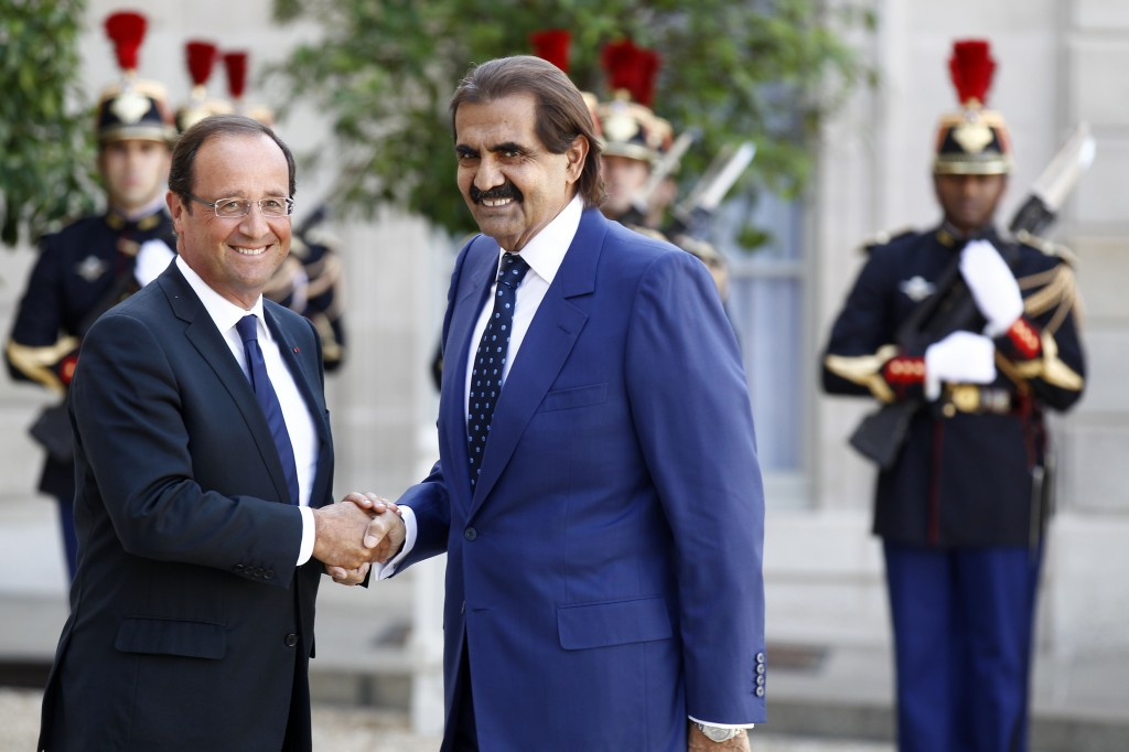 François Hollande met de emir van Qatar, in september 2012. Bron: FranceInfo.